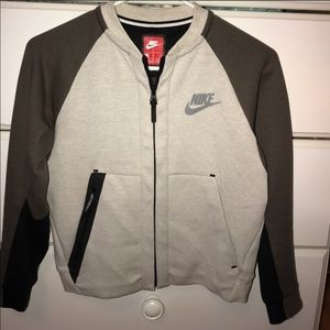 Nike boy sweater